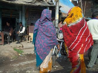 The Streets Of Delhi - Slum Ladies